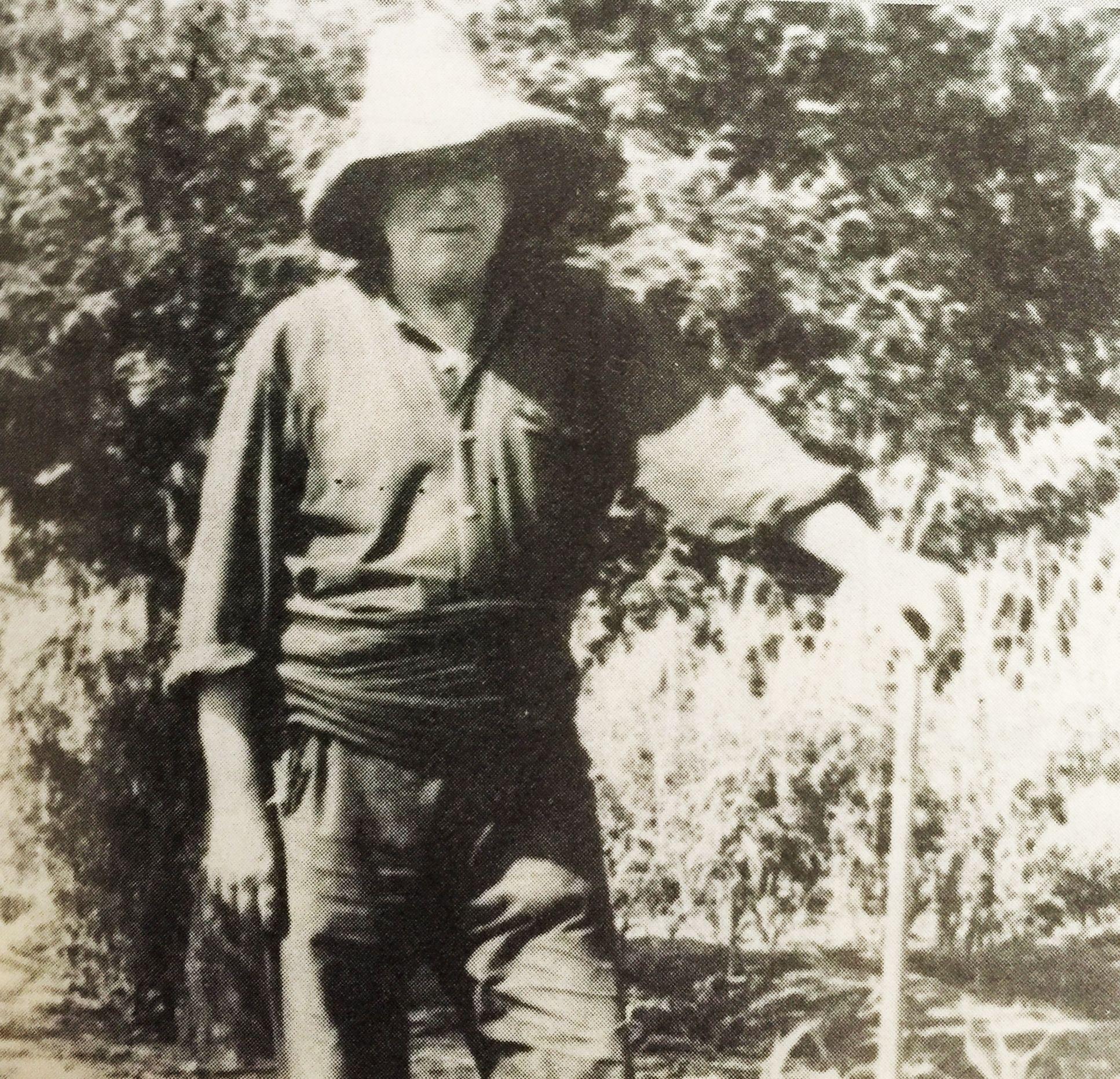 Domingo Riba, pagès, al 1935, als terrenys de l'actual %22Mercadillo%22 de Les Fontetes. Fotografia cedida per Lluís de Arquer