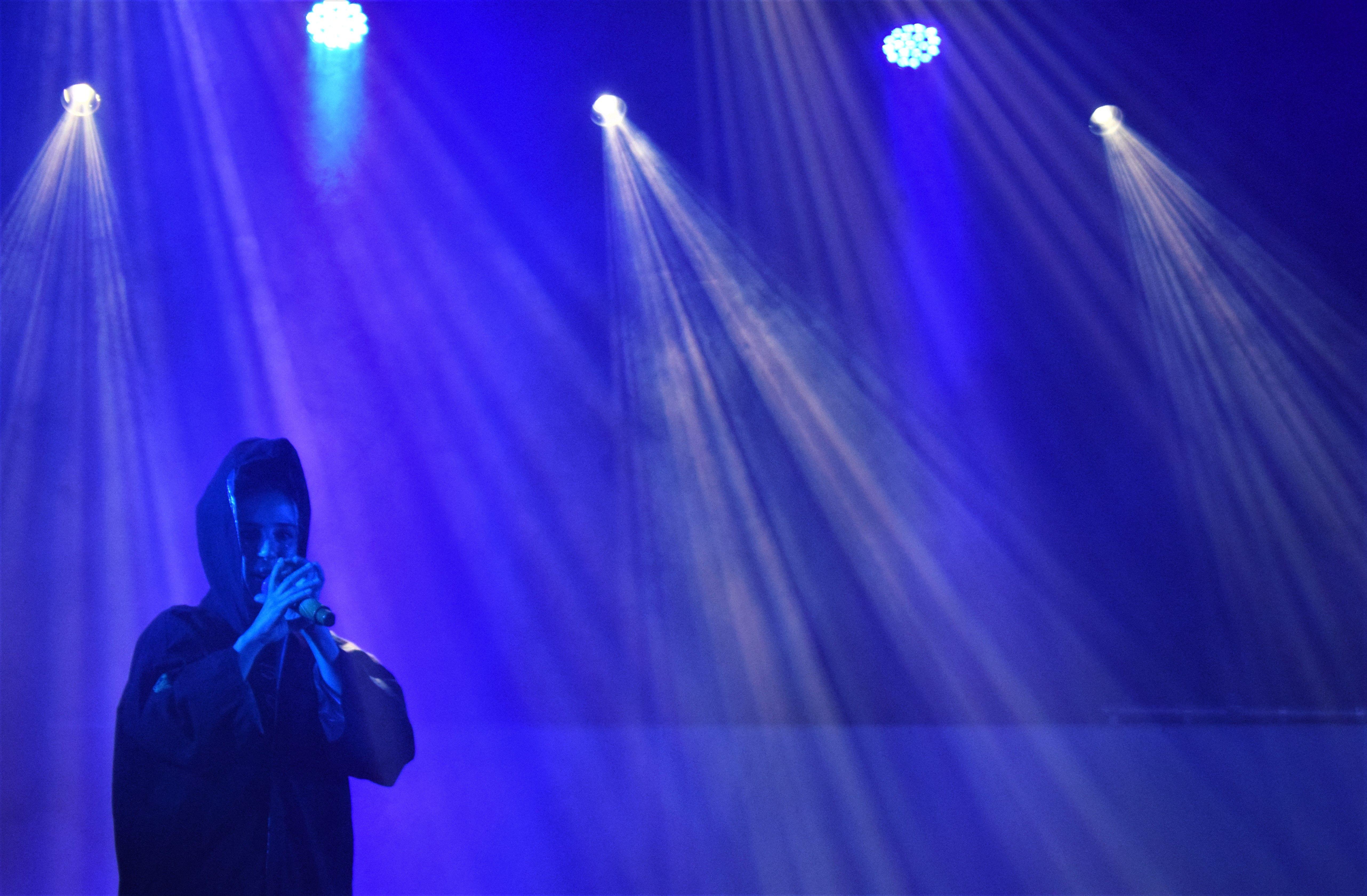 La rapera Masiva Lulla, integrant de Tribade, durant el concert al Parc dels Pinetons