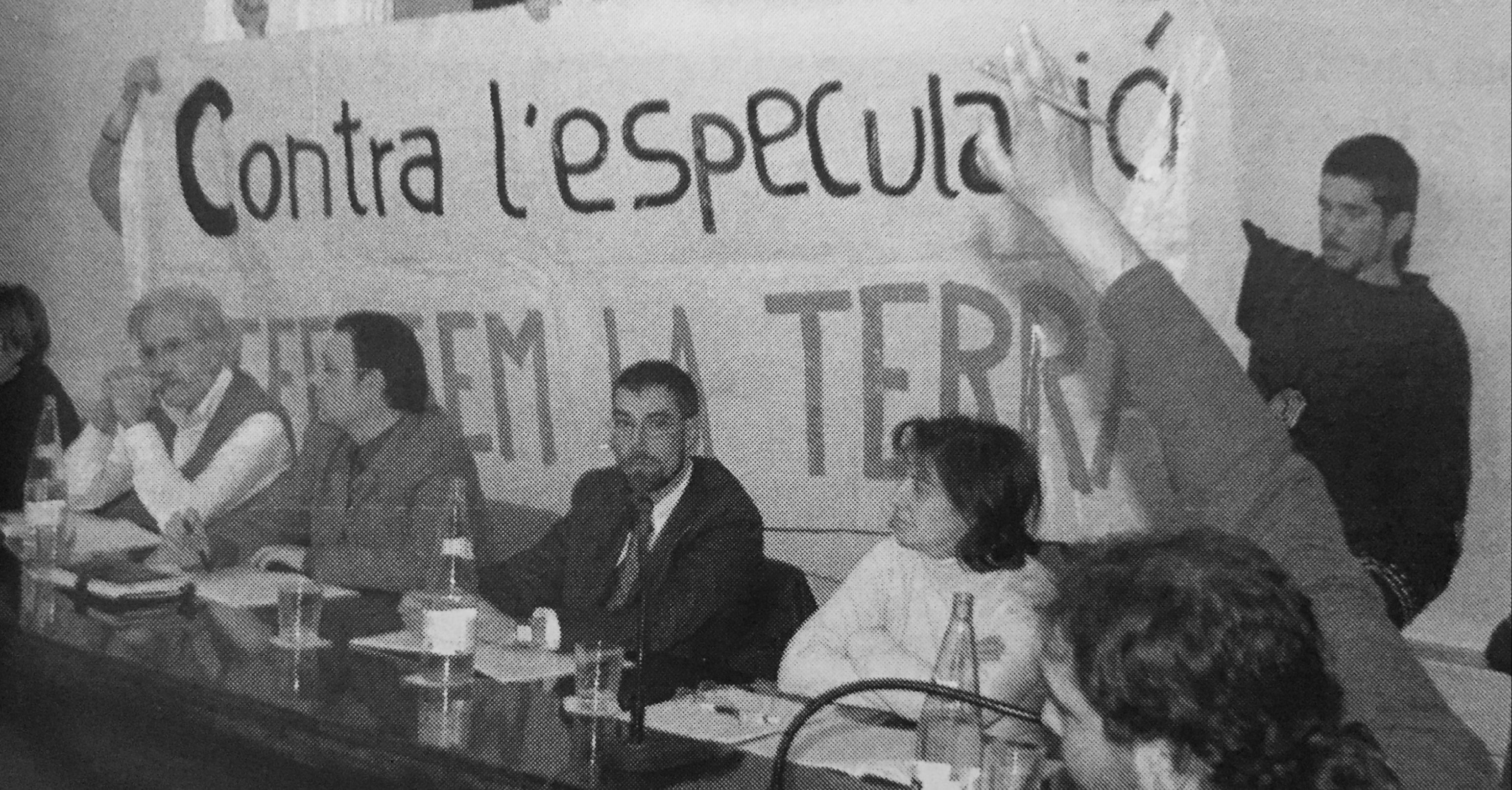 Pancarta del PAS contra el Centre Direccional al ple municipal