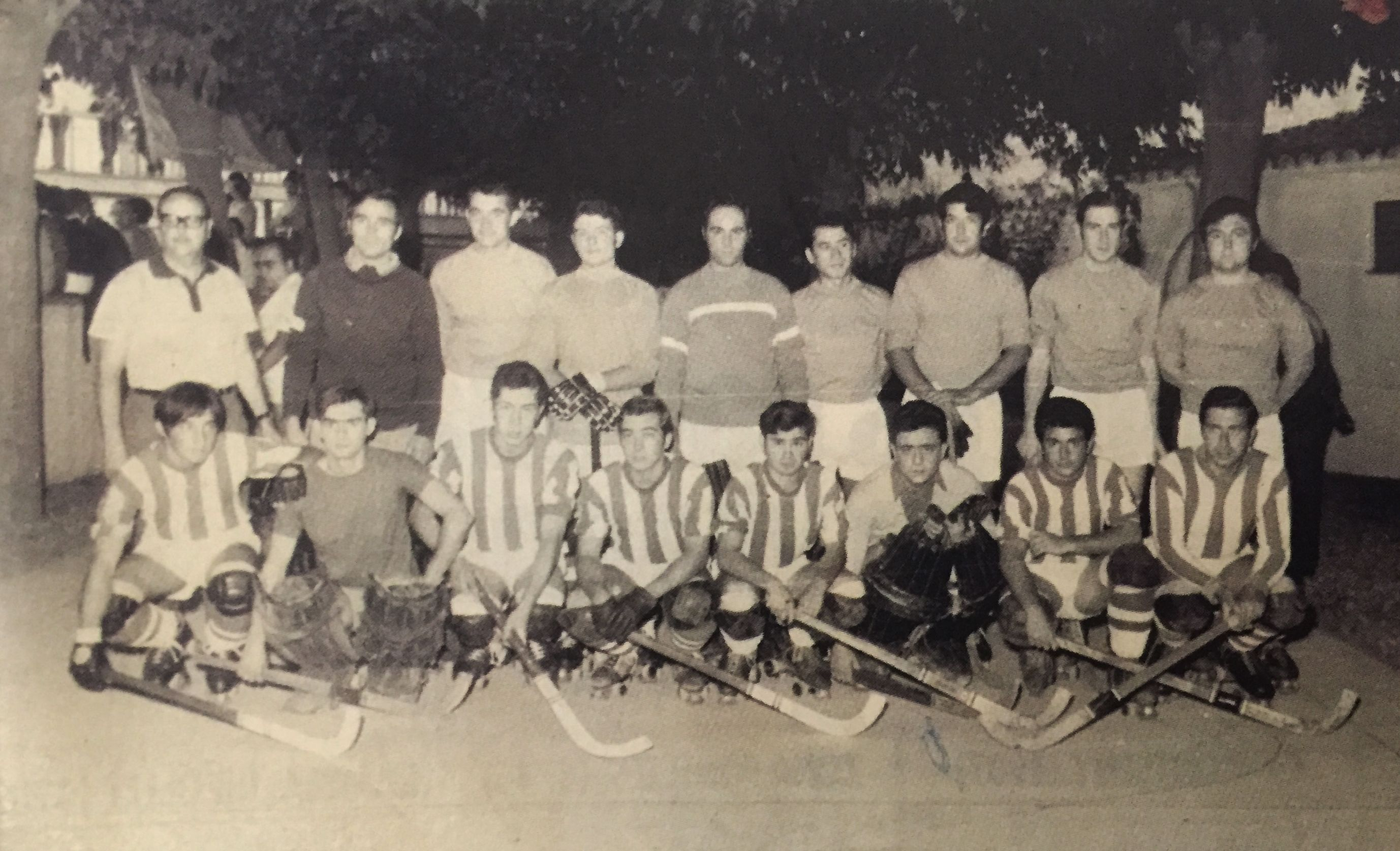 Dos equips del Cerdanyola CH en una edició de les 24 Hores durant la dècada dels 60s)