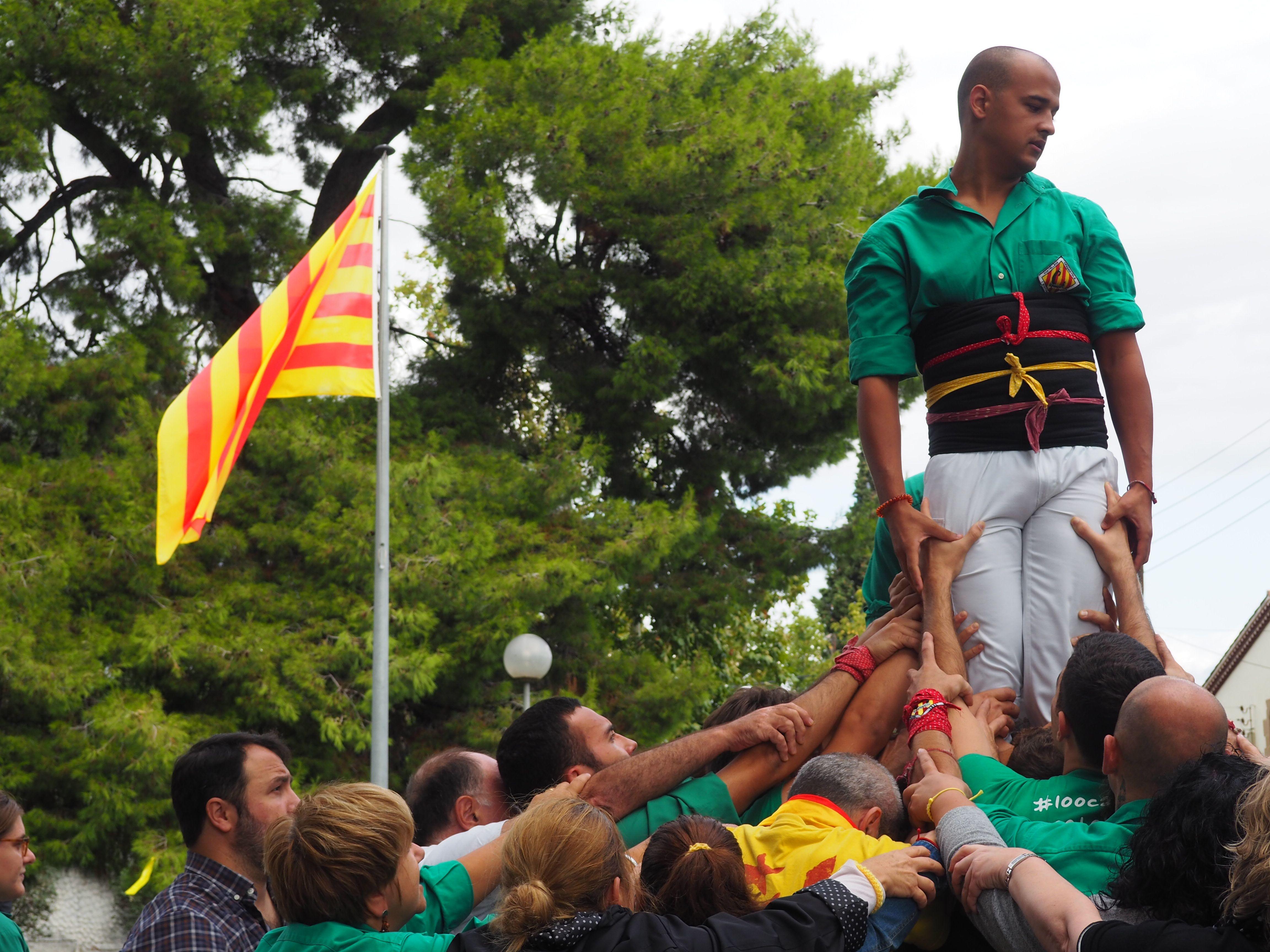 Els Castellers de Cerdanyola han actuat durant la Diada