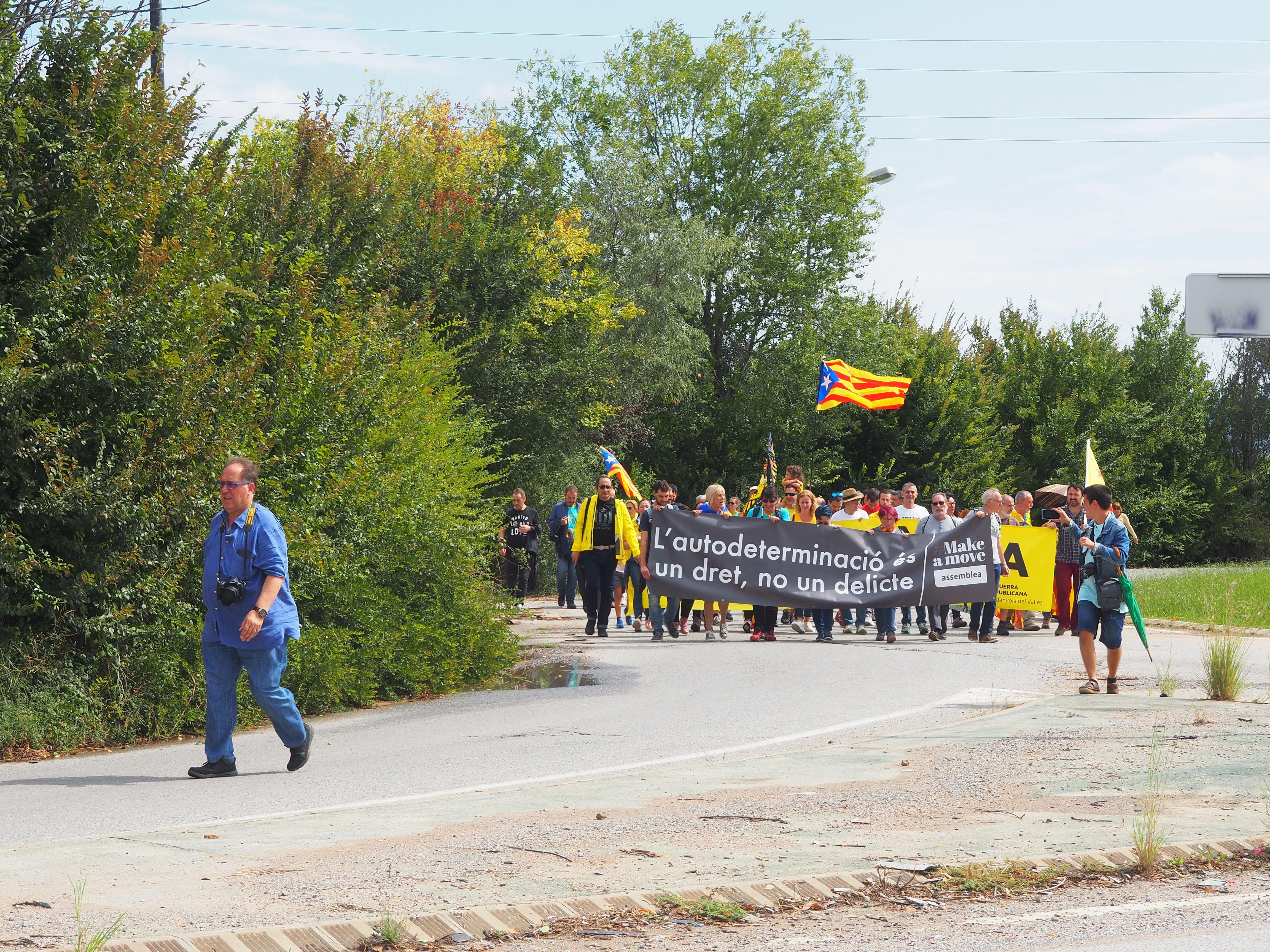 La manifestació ha arribat fins al pont de la UAB