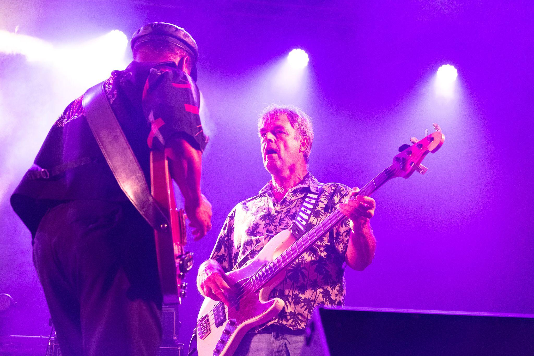 La banda SaRon Crenshaw tocant. FOTO: Ale Gómez