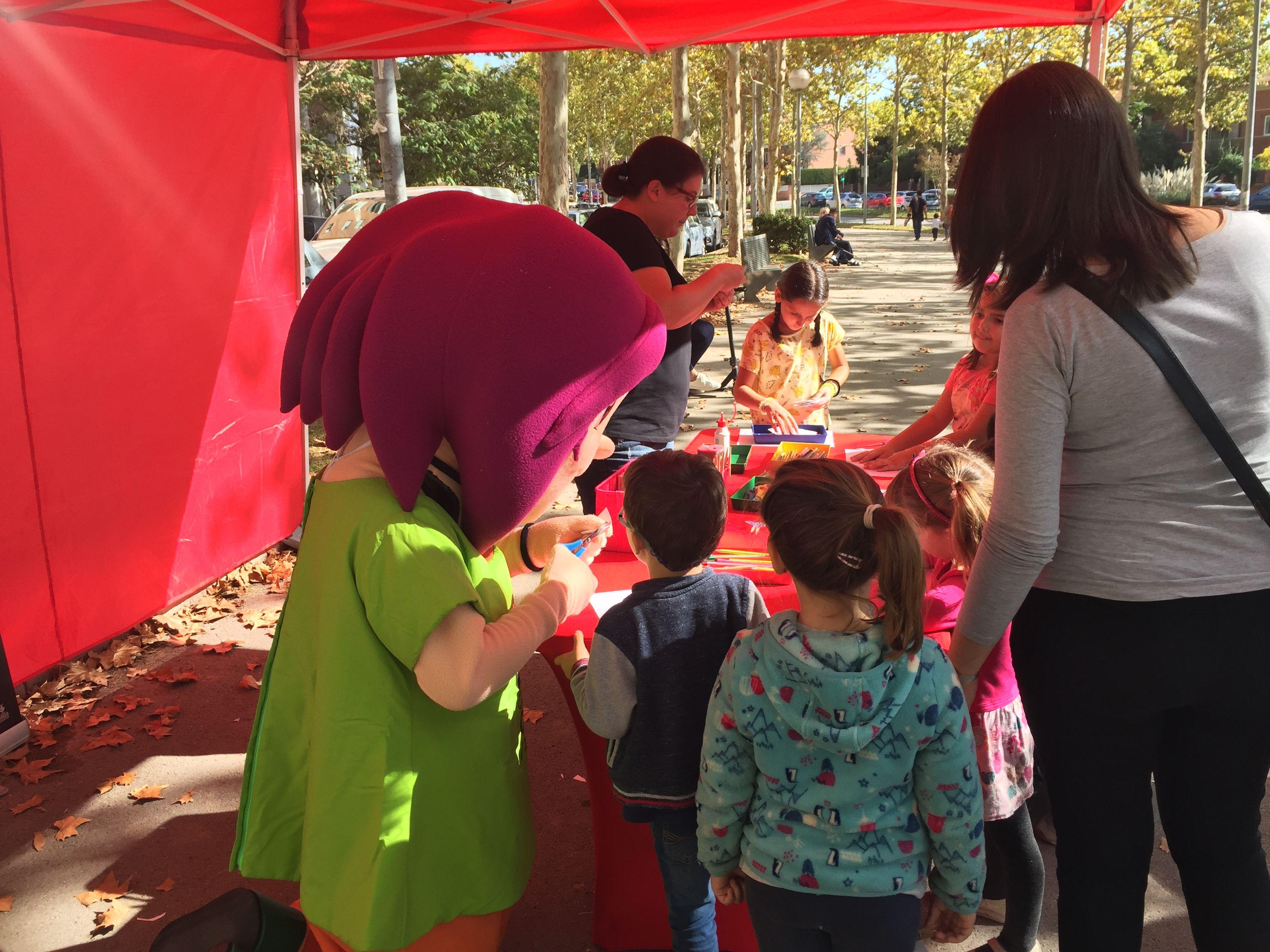 El taller de manualitats infantils amb la Roser!