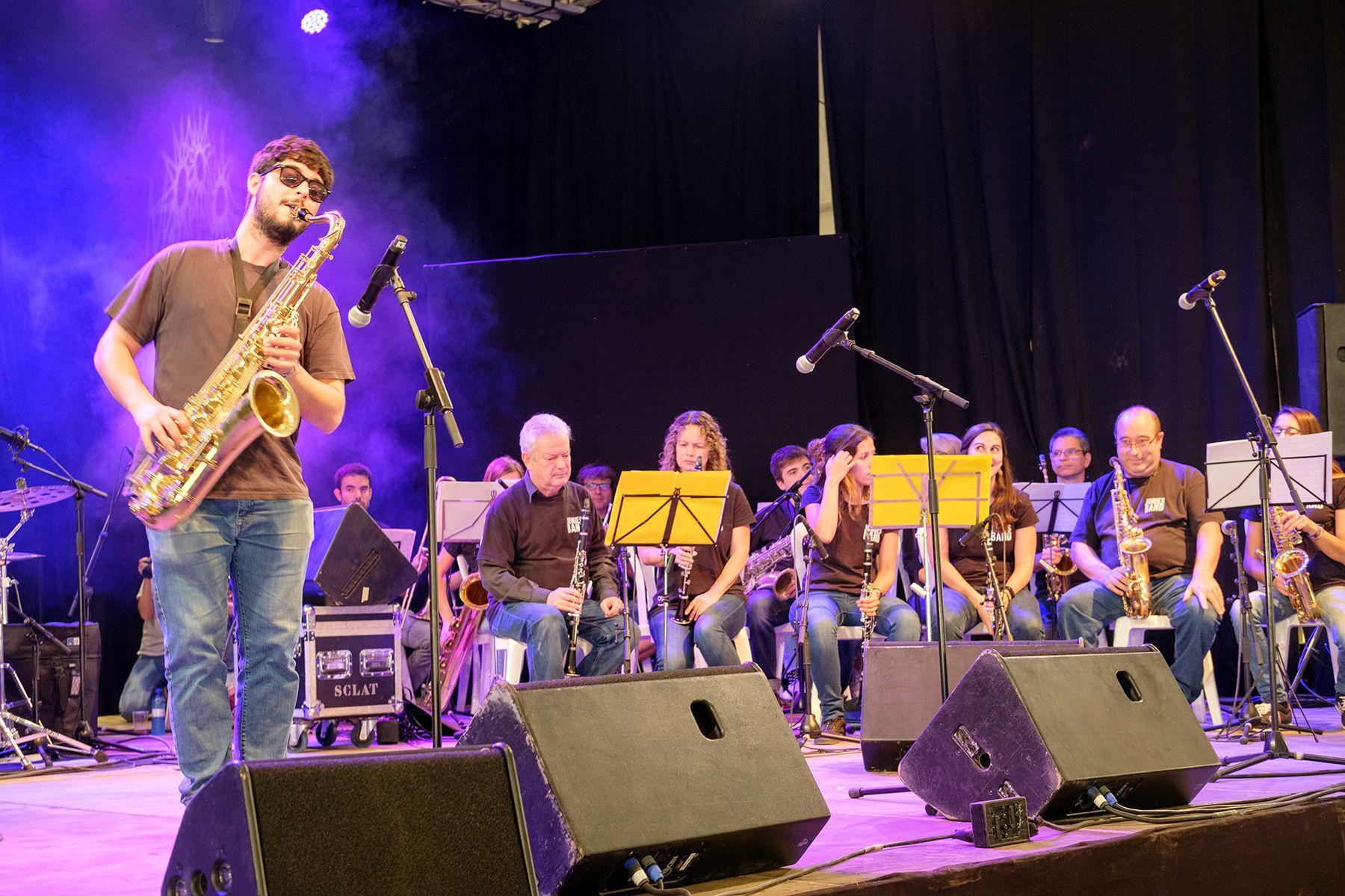Actuació musical a la carpa de la plaça de Sant Ramon. FOTO: Ale Gómez