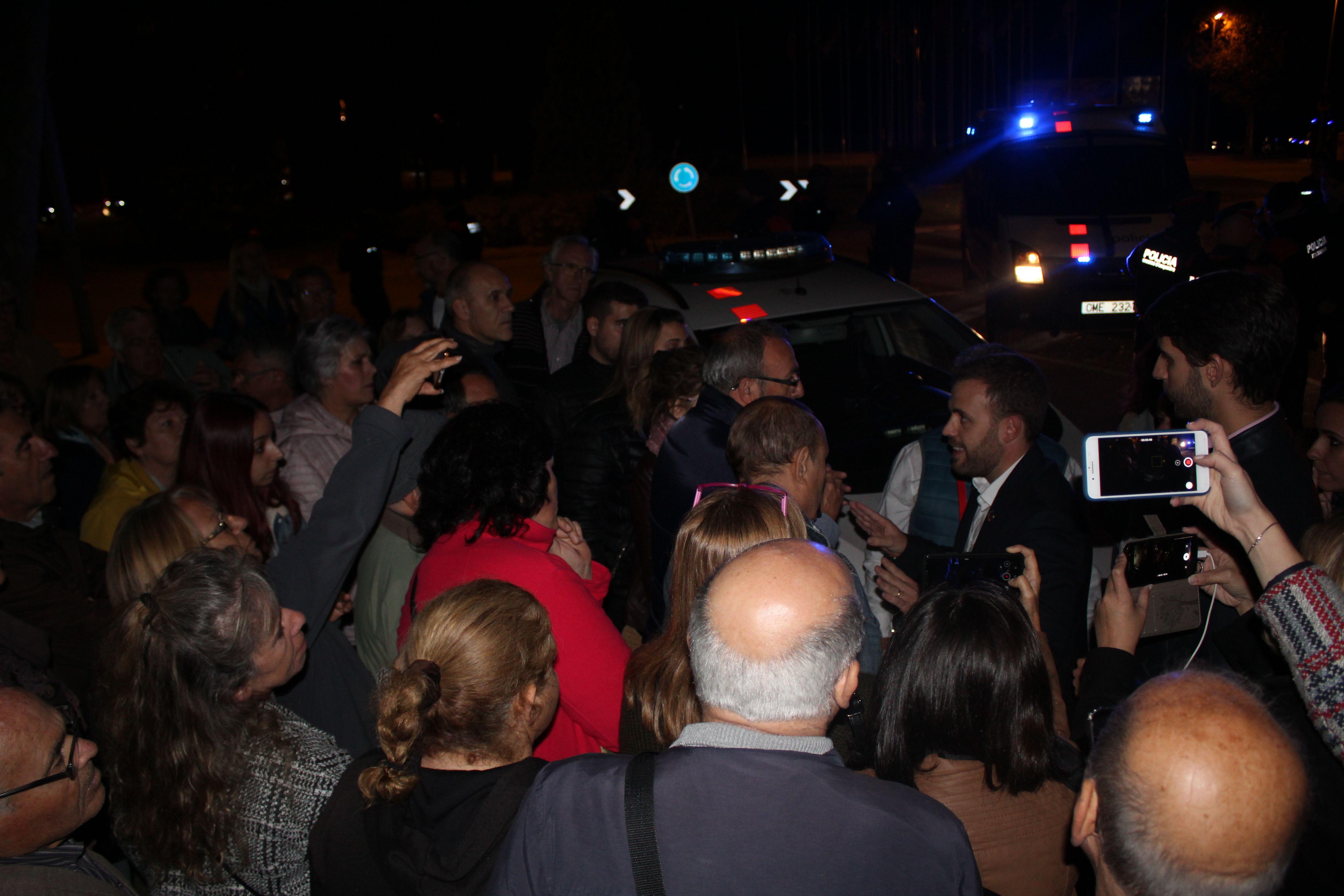 Alguns dels concentrats davant l'Ajuntament el 6 de novembre de 2019 es van desplaçar a l'acte de campanya electroal del PSC i van aconseguir una reunió amb l'Alcalde de Cerdanyola, Carlos Cordón