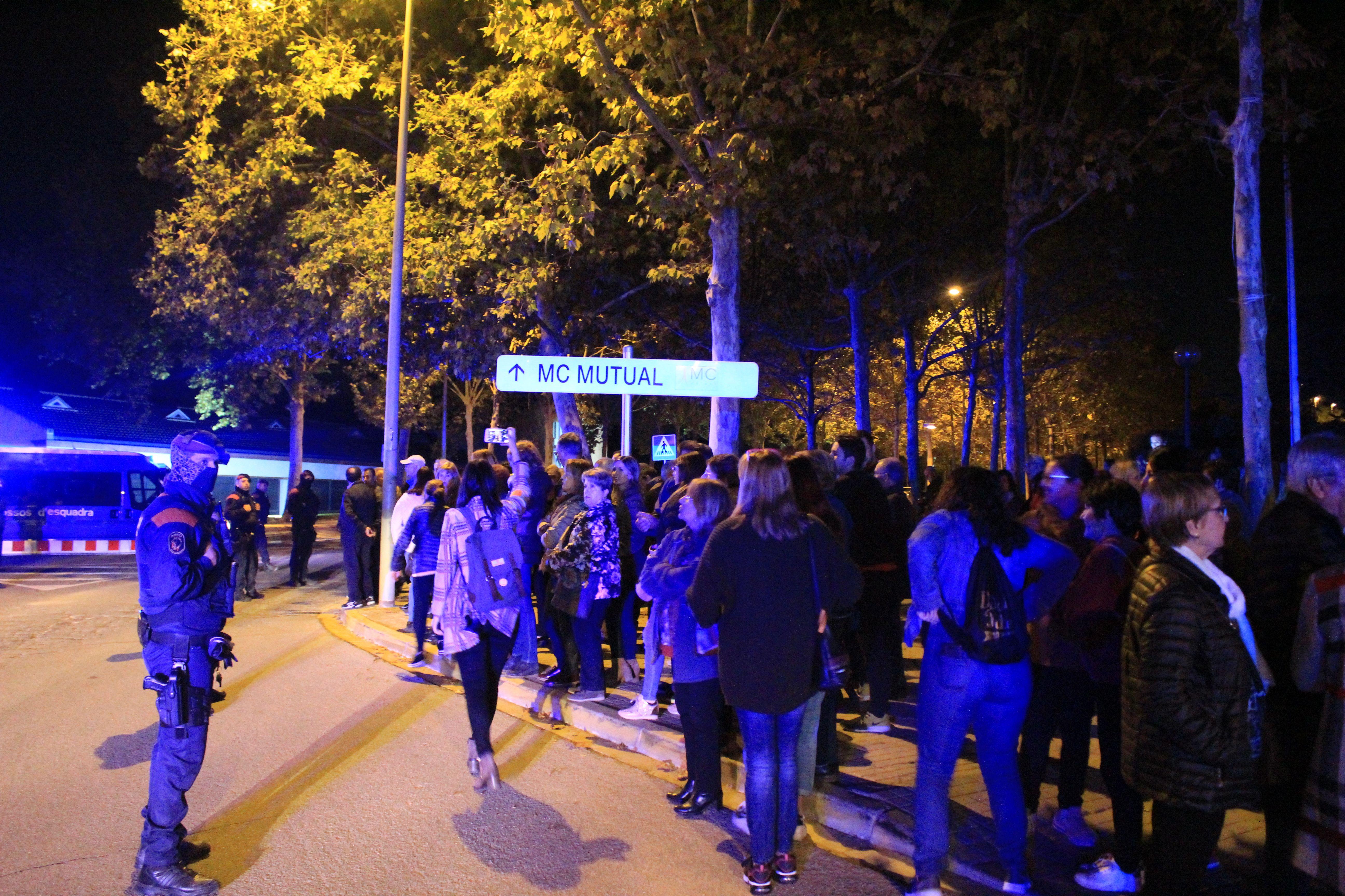 Alguns dels concentrats davant l'Ajuntament el 6 de novembre de 2019 es van desplaçar a l'acte de campanya electoral del PSC i van aconseguir una reunió amb l'Alcalde de Cerdanyola, Carlos Cordón