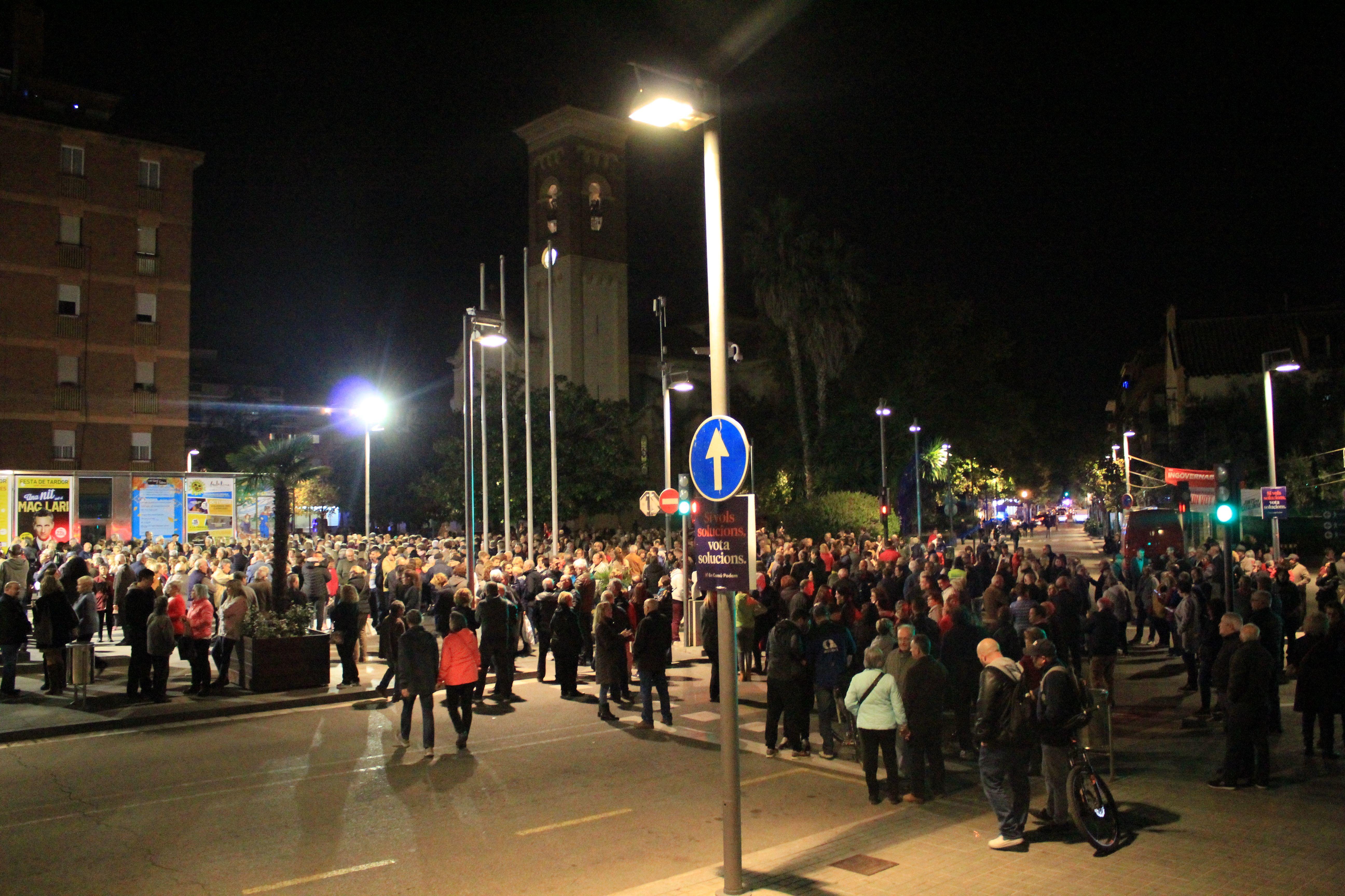 La concentració del 6 de novembre de 2019 davant l'Ajuntament va comptar amb 1000 assistents