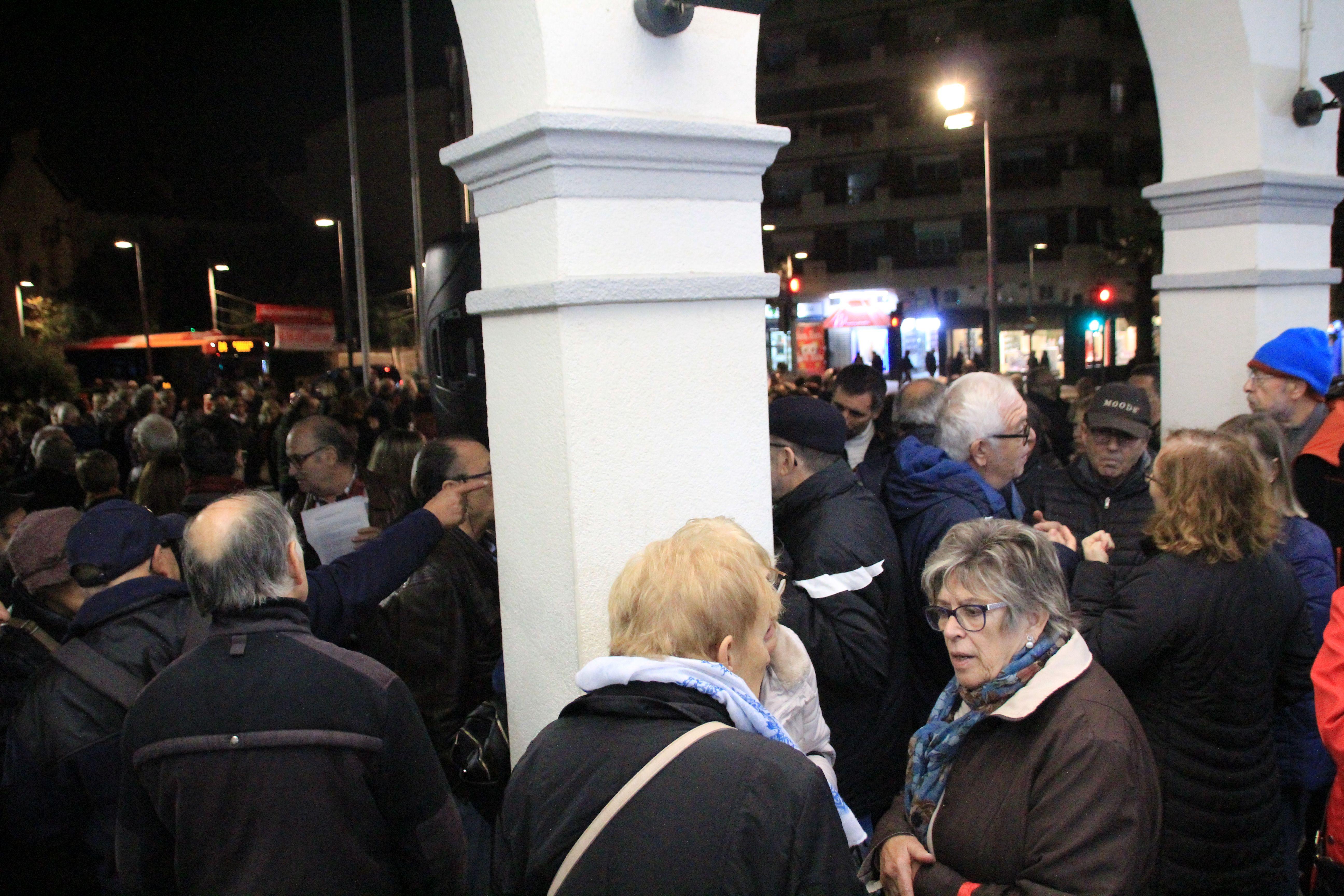 La concentració del 13 de novembre de 2019 davant l'Ajuntament va comptar amb aproximadament 500 assistents