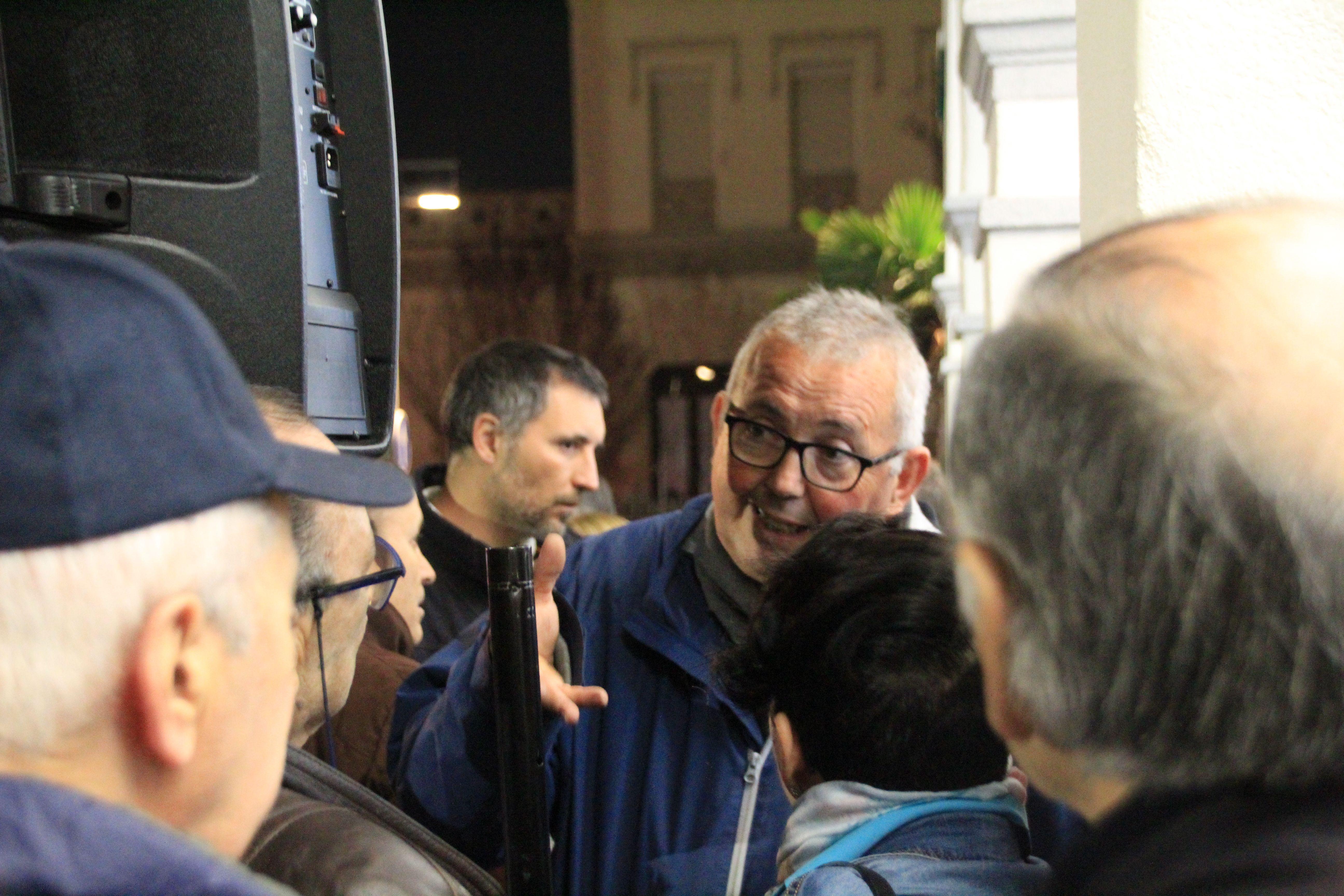 La Plataforma NO tribut va resoldre dubtes als veïns i veïnes de Cerdanyola després de la concentració del 13 de novembre