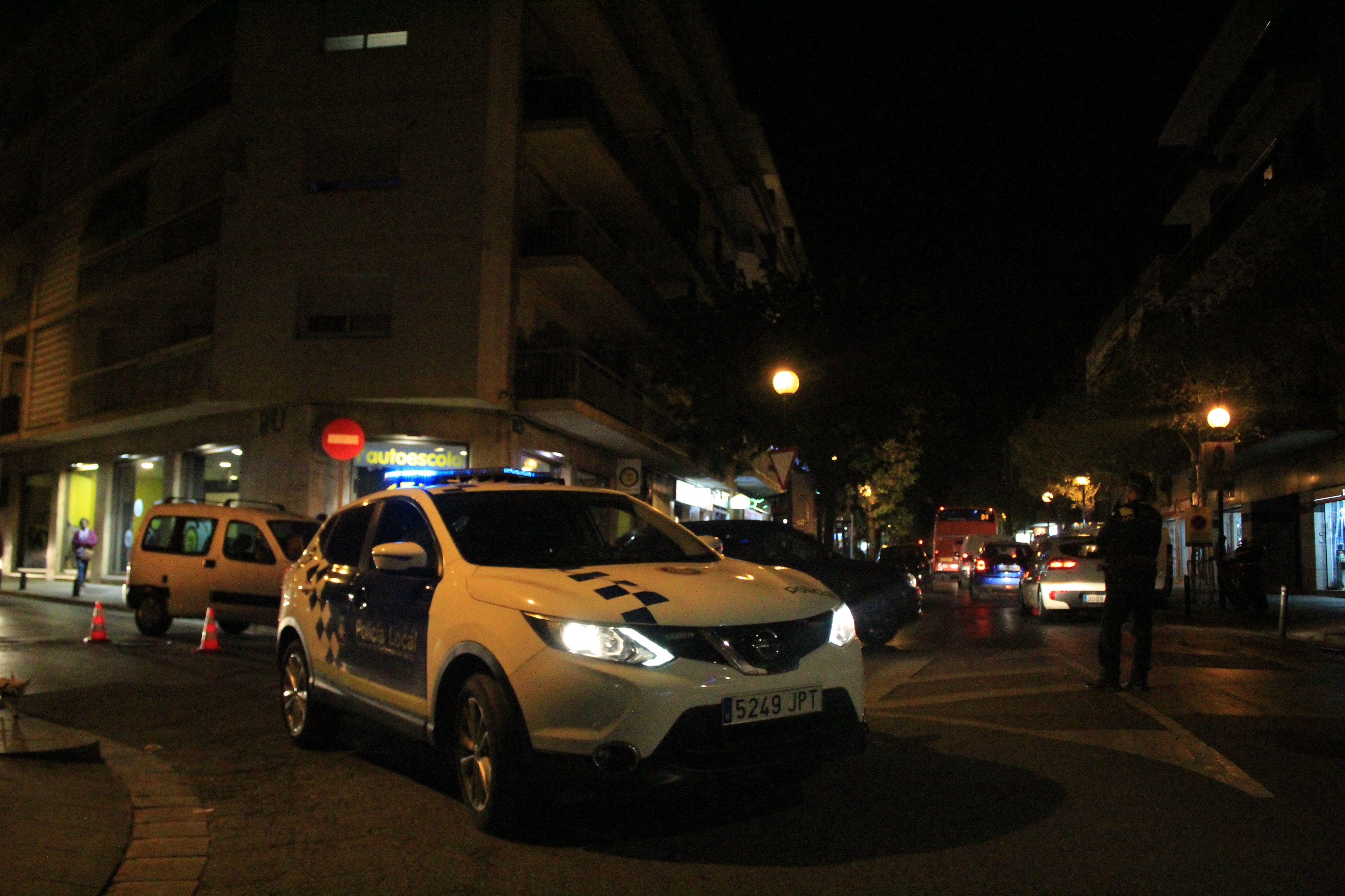 La Policia Local va haver de desviar el tràfic a causa dels talls en alguns carrers del centre de Cerdanyola el 6 de novembre de 2019