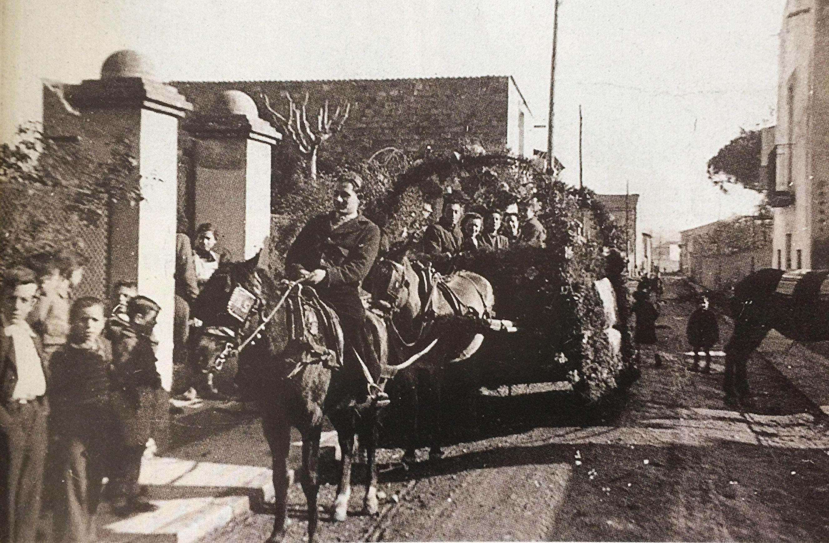 Els Tres Tombs al carrer Nord, als anys 50 (Imatge publicada al TOT Cerdanyola, 446). FOTO: Arxiu del TOT