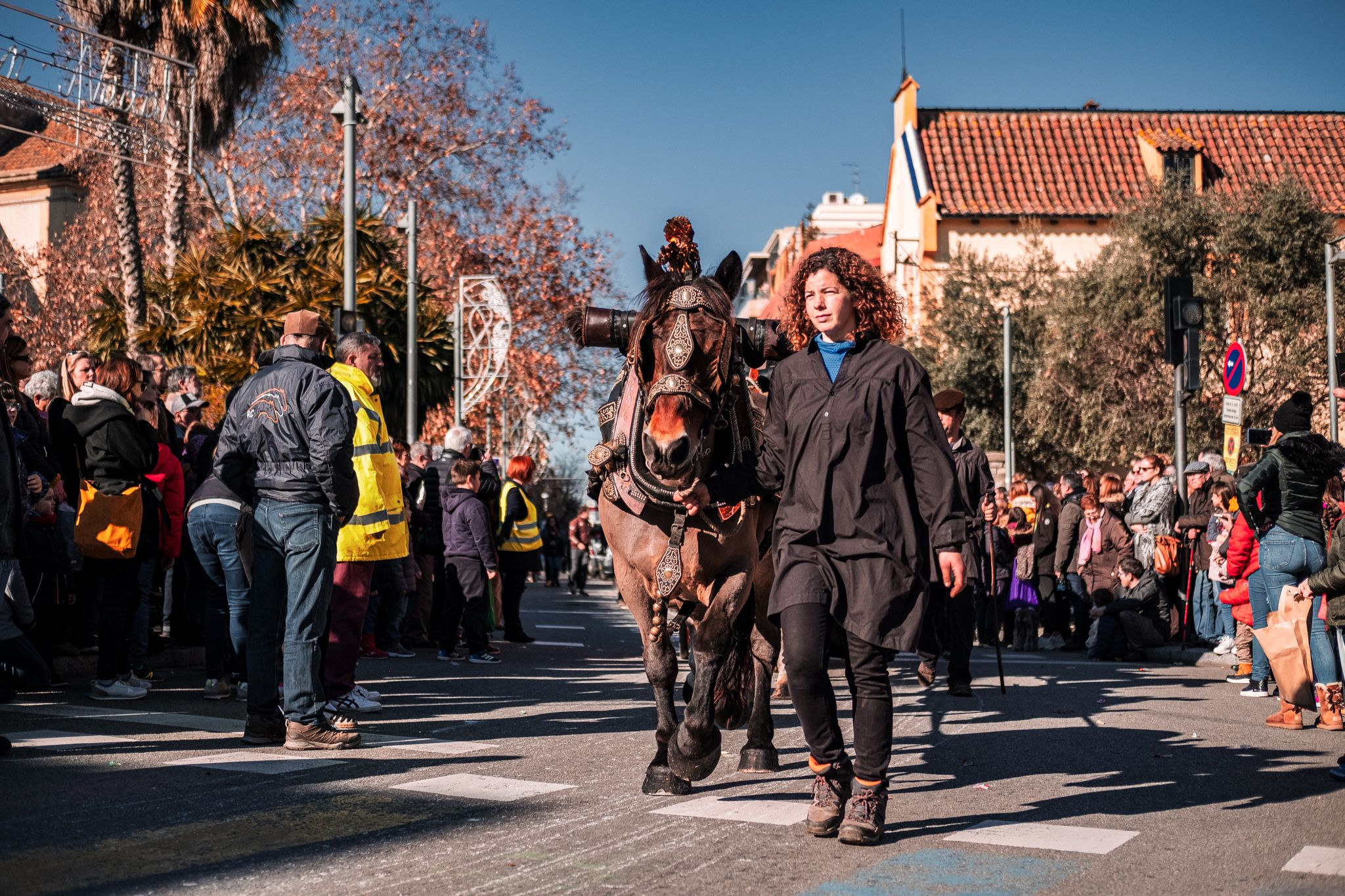 Passen els Tres Tombs pels carrers de Cerdanyola. FOTO: Ale Gómez