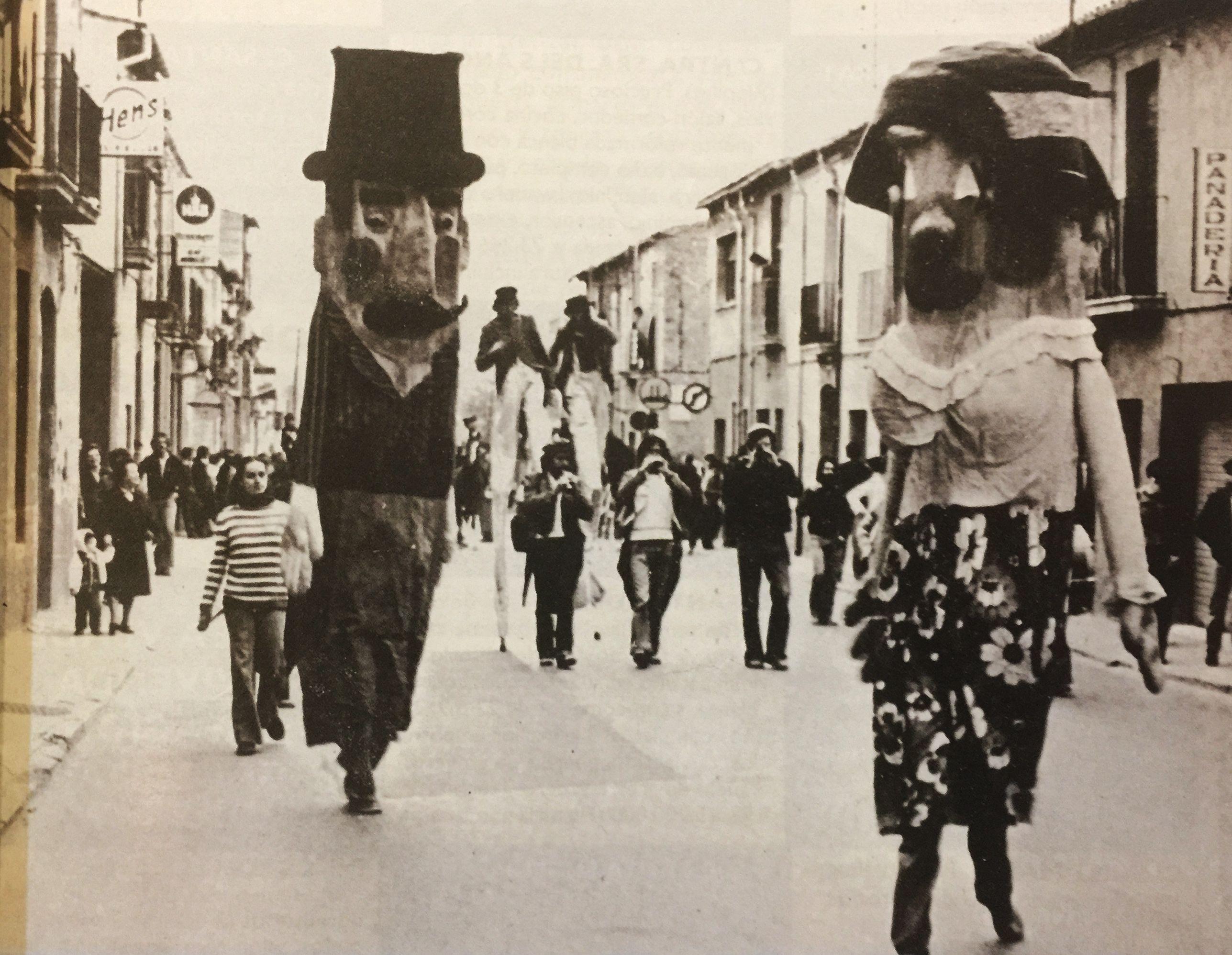 Cercavila de la Festa de Sant Martí. Carrer de Sant Ramon (1980) - Cedida per Albert Lázaro