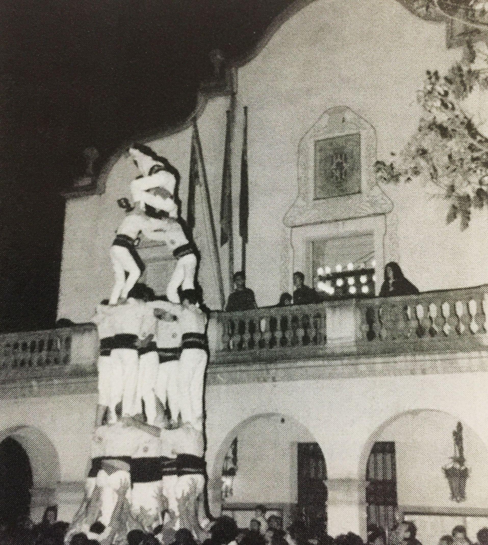 Actuació castellera l'any 1997. La imatge es va publicar al TOT Cerdanyola número 534.