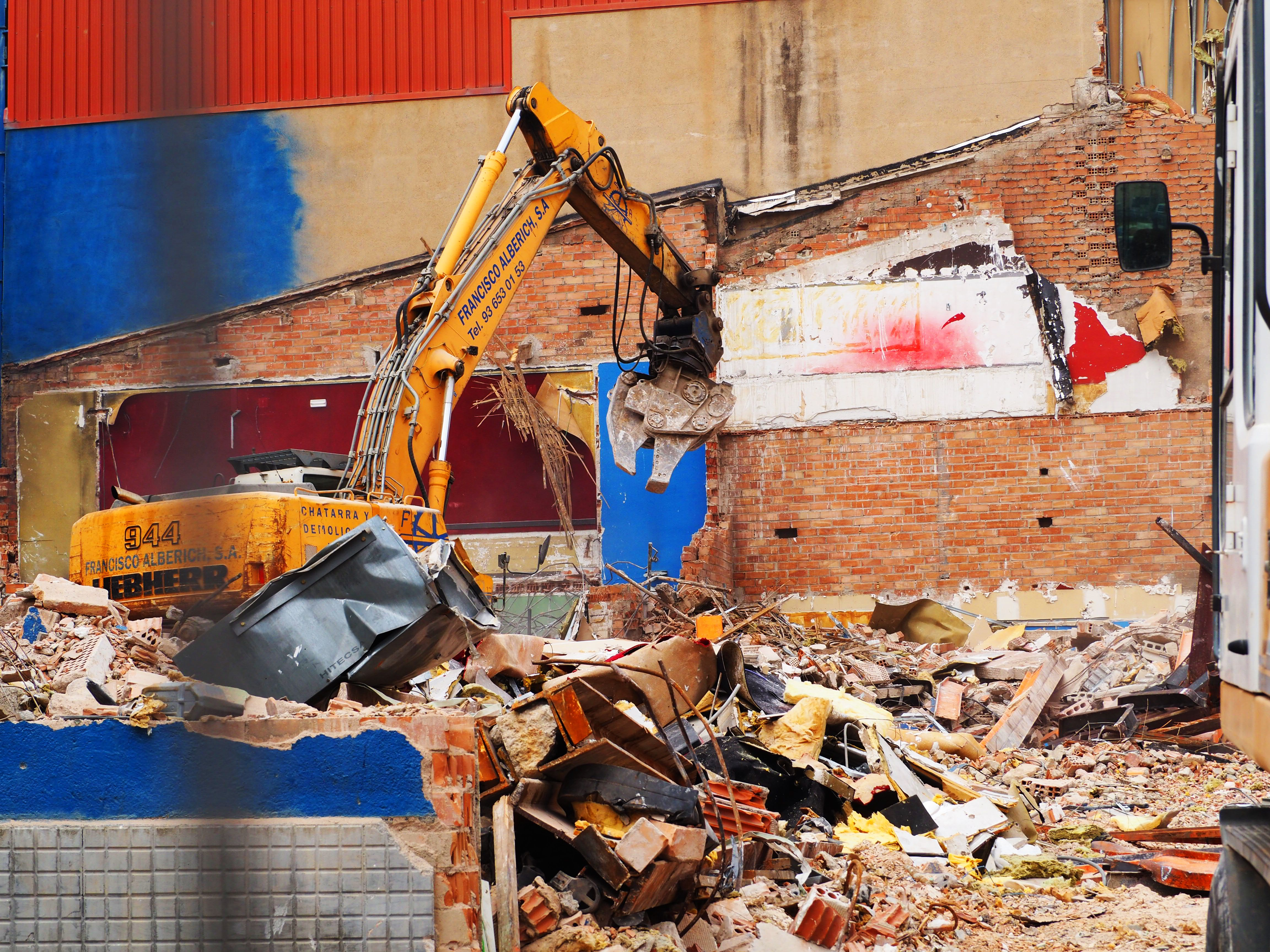 Enderrocament dels cinemes El Punt. FOTO: Mónica García Moreno