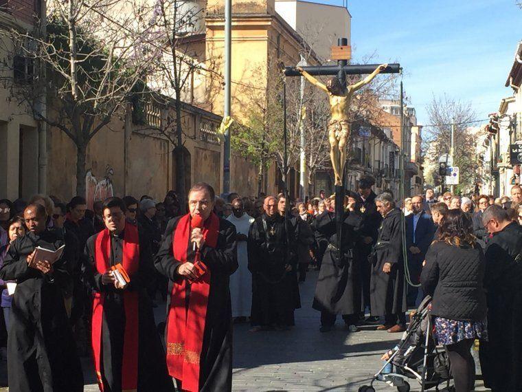 Processó del Sant Crist de l'Agonia, Via Crucis de Cerdanyola del Vallès, al carrer Sant Ramón l'any 2018. FOTO: Arxiu TOT
