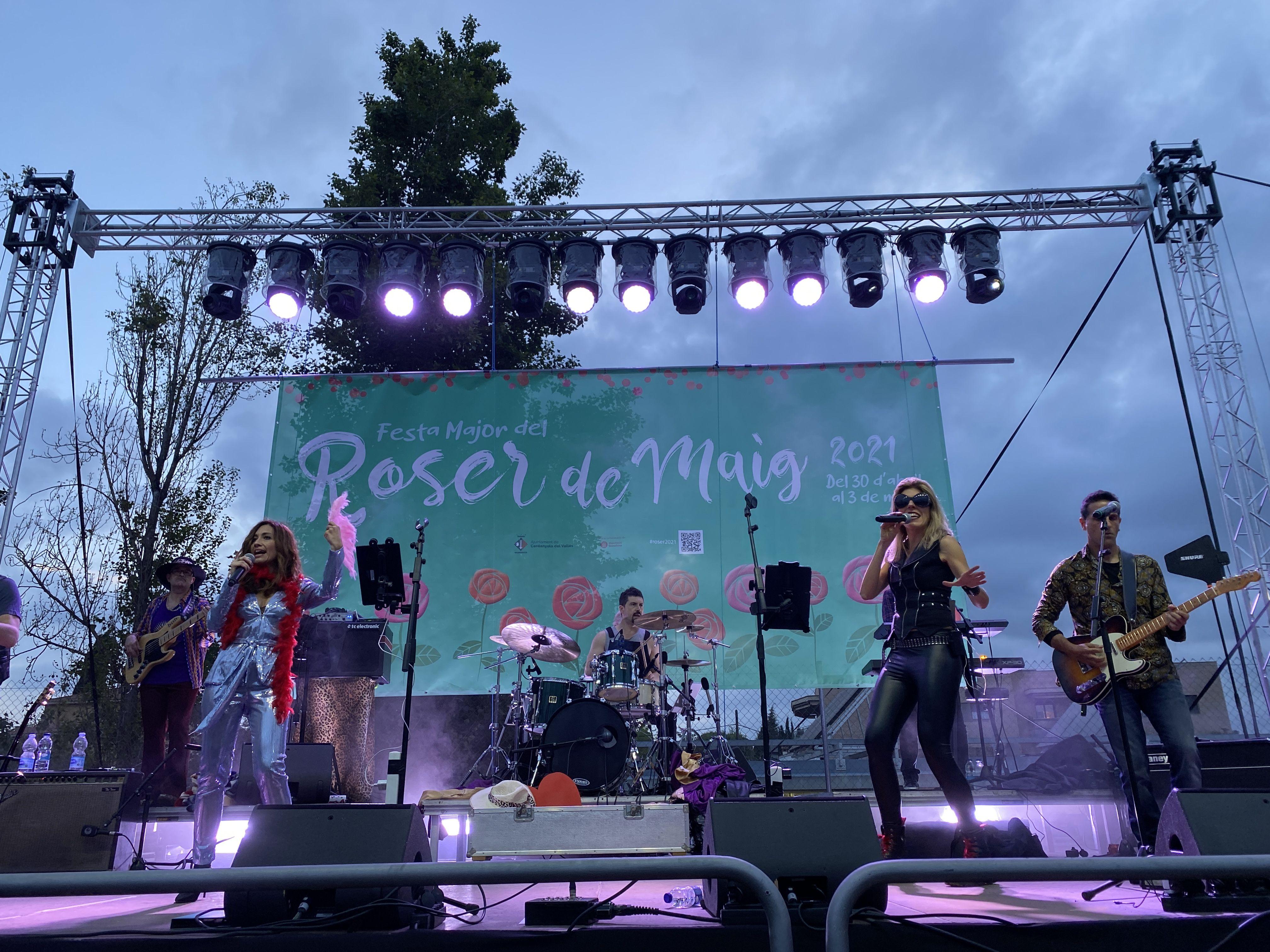 La Non Stop Band durant el concert de divendres / Laura Arias