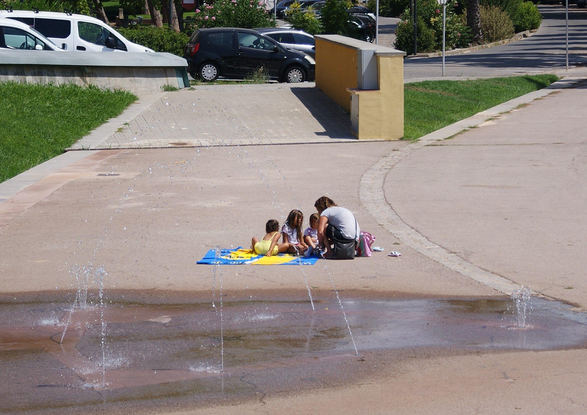 Així han passat els cerdanyolencs l'onada de calor. FOTO: Toni Alfaro