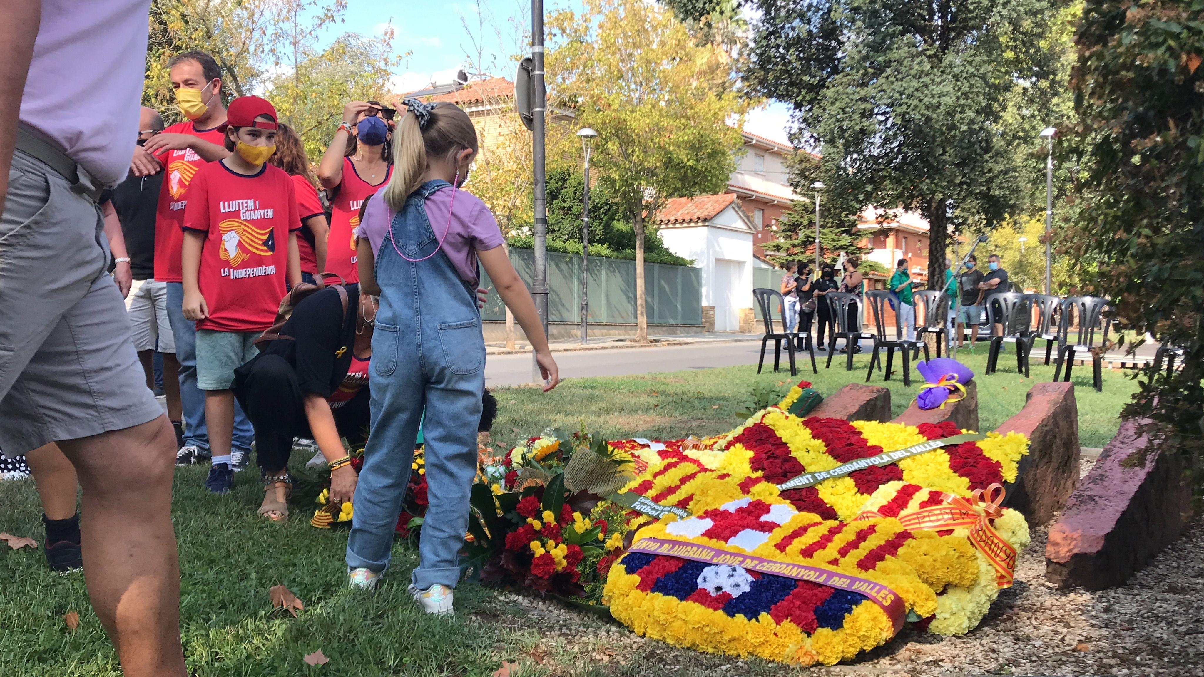 Molta canalla ha participat en l'ofrena floral. FOTO: Nora Muñoz