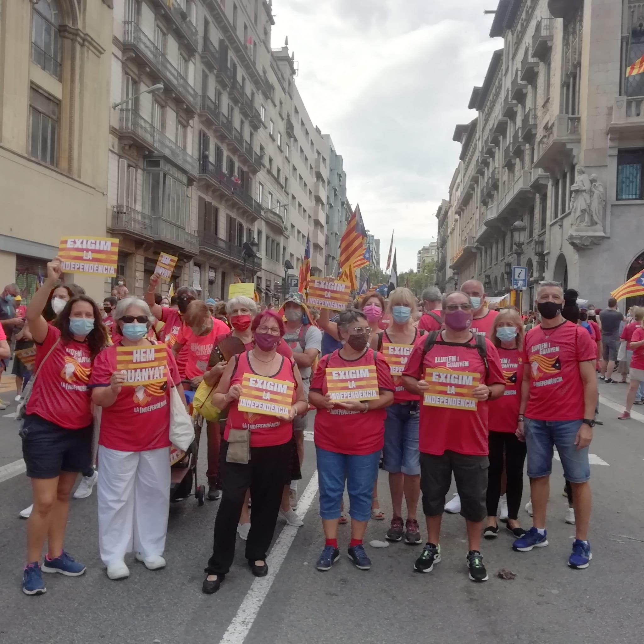Cerdanyolencs i cerdanyolenques a la manifestació de Barcelona de la tarda. FOTO: Cedida