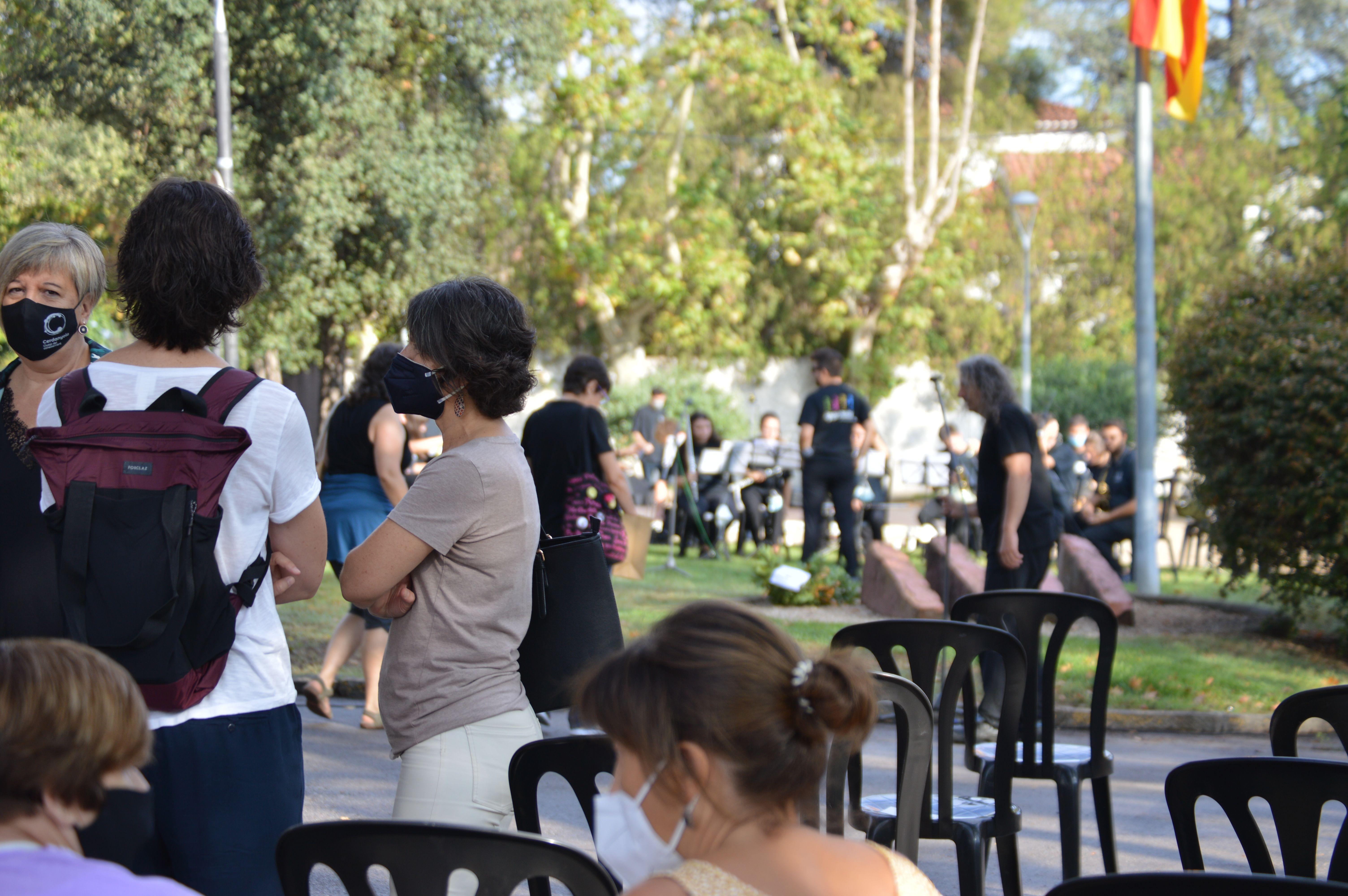 Moments abans de començar l'acte. FOTO: Nora Muñoz