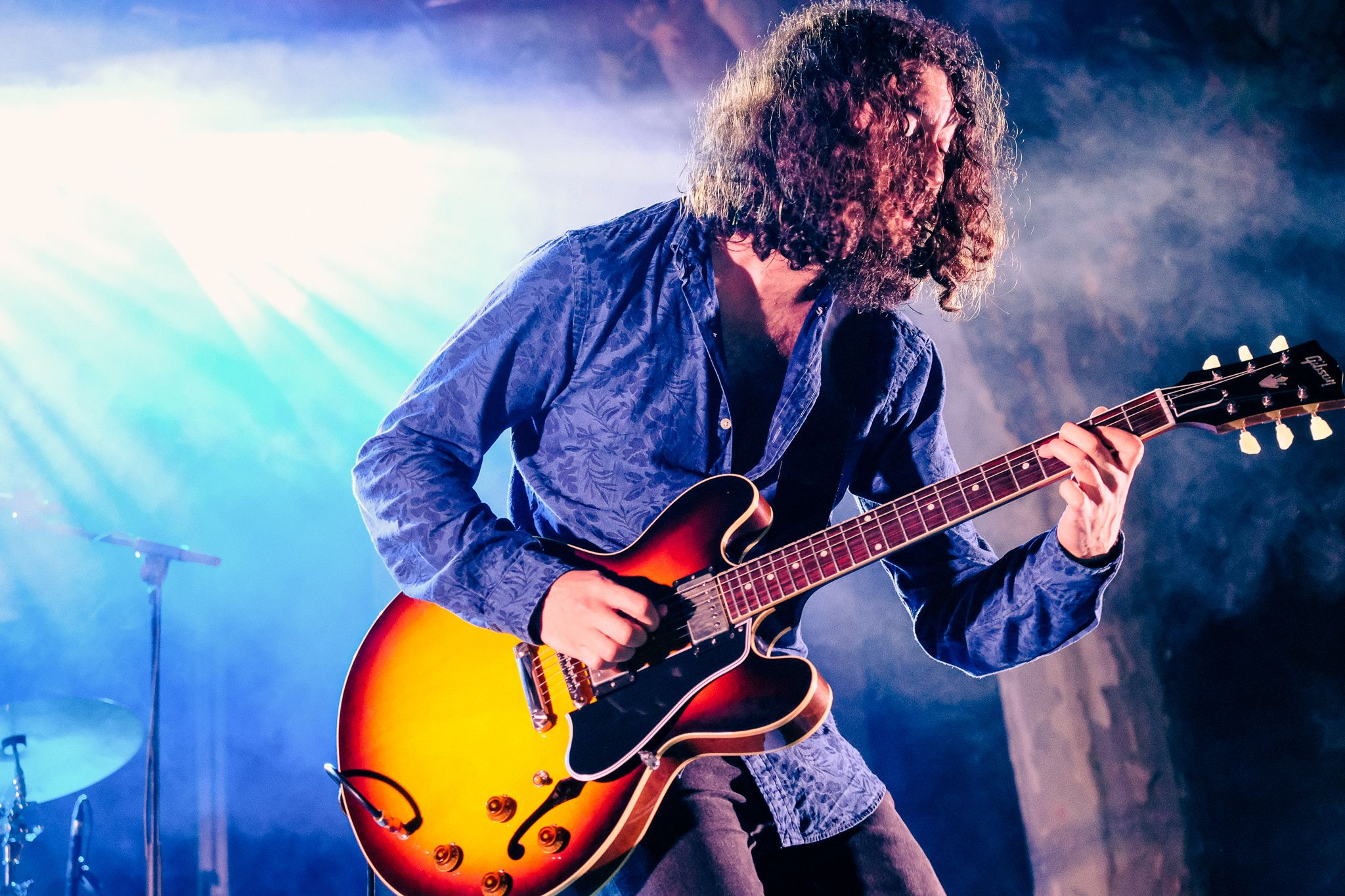 Detall del guitarrista del grup Kid Carlos. FOTO: Ale Gómez