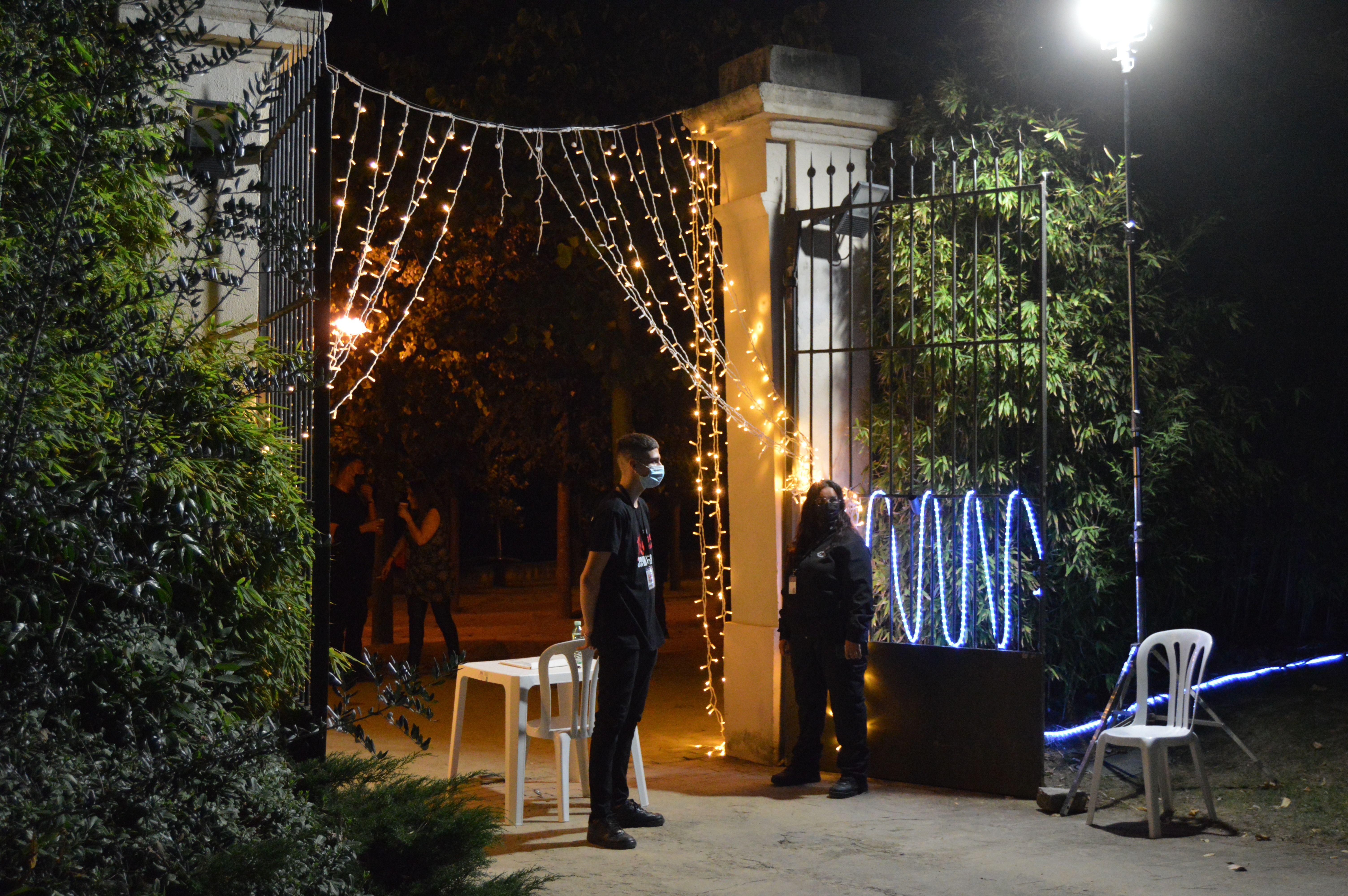 Entrada a la Masia de Can Fatjó en la segona nit de concerts, dissabte. FOTO: Nora Muñoz