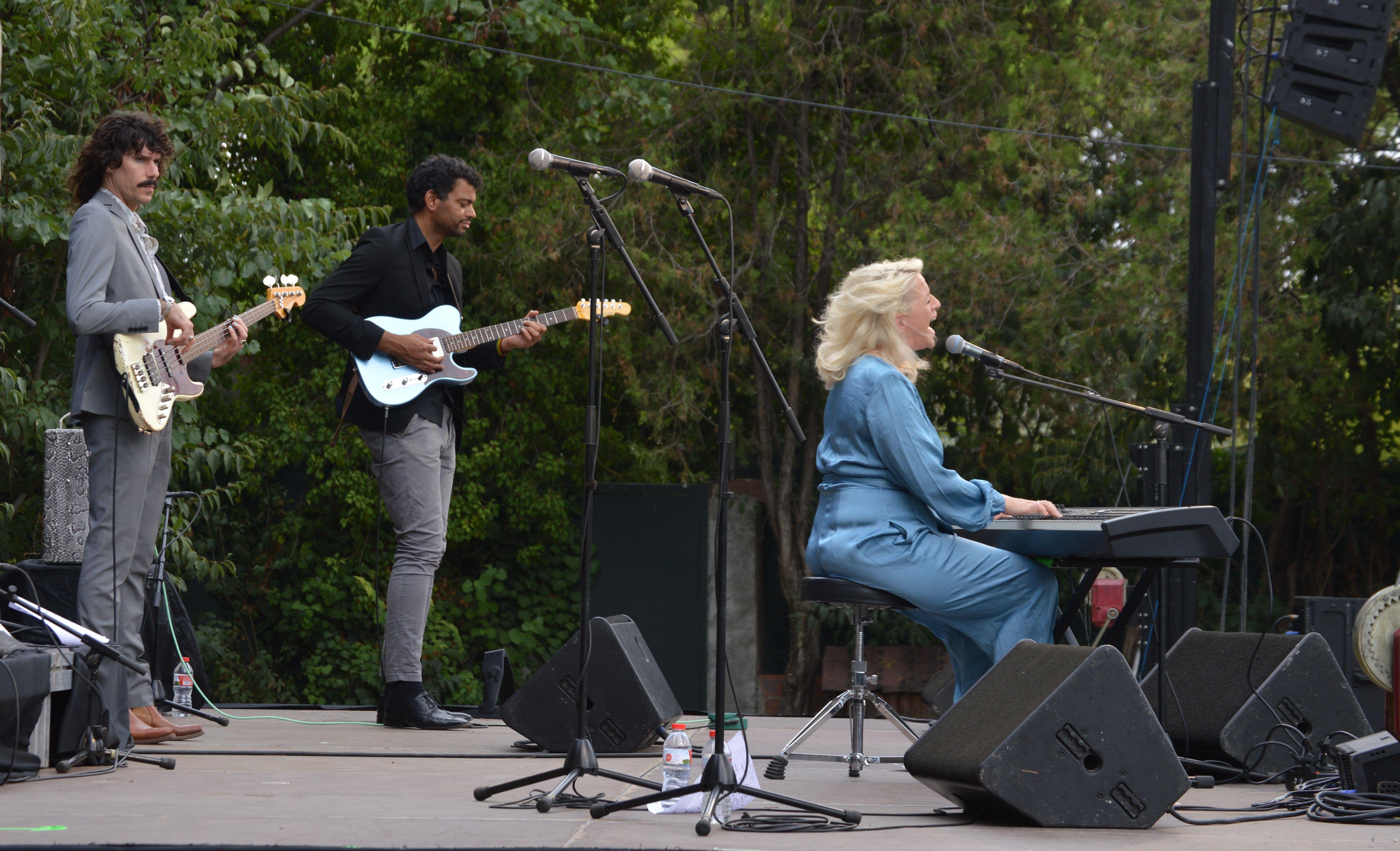 Concert de Izo Fitroy el matí de diumenge a Can Cordelles. FOTO: Nora Muñoz