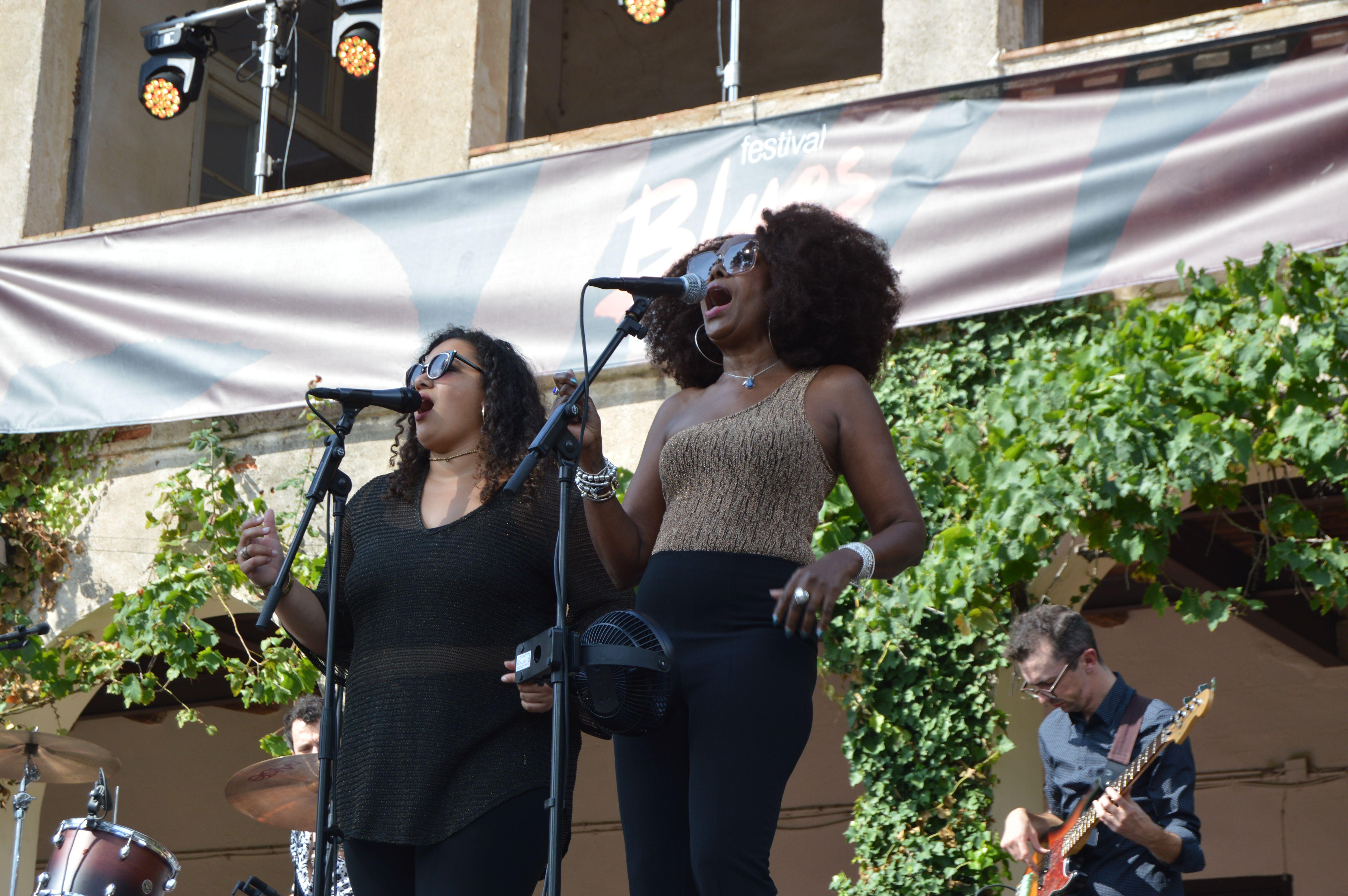 Coristes al concert de Samantha Martin & Delta Sugar dissabte a Can Cordelles. FOTO, Nora Muñoz
