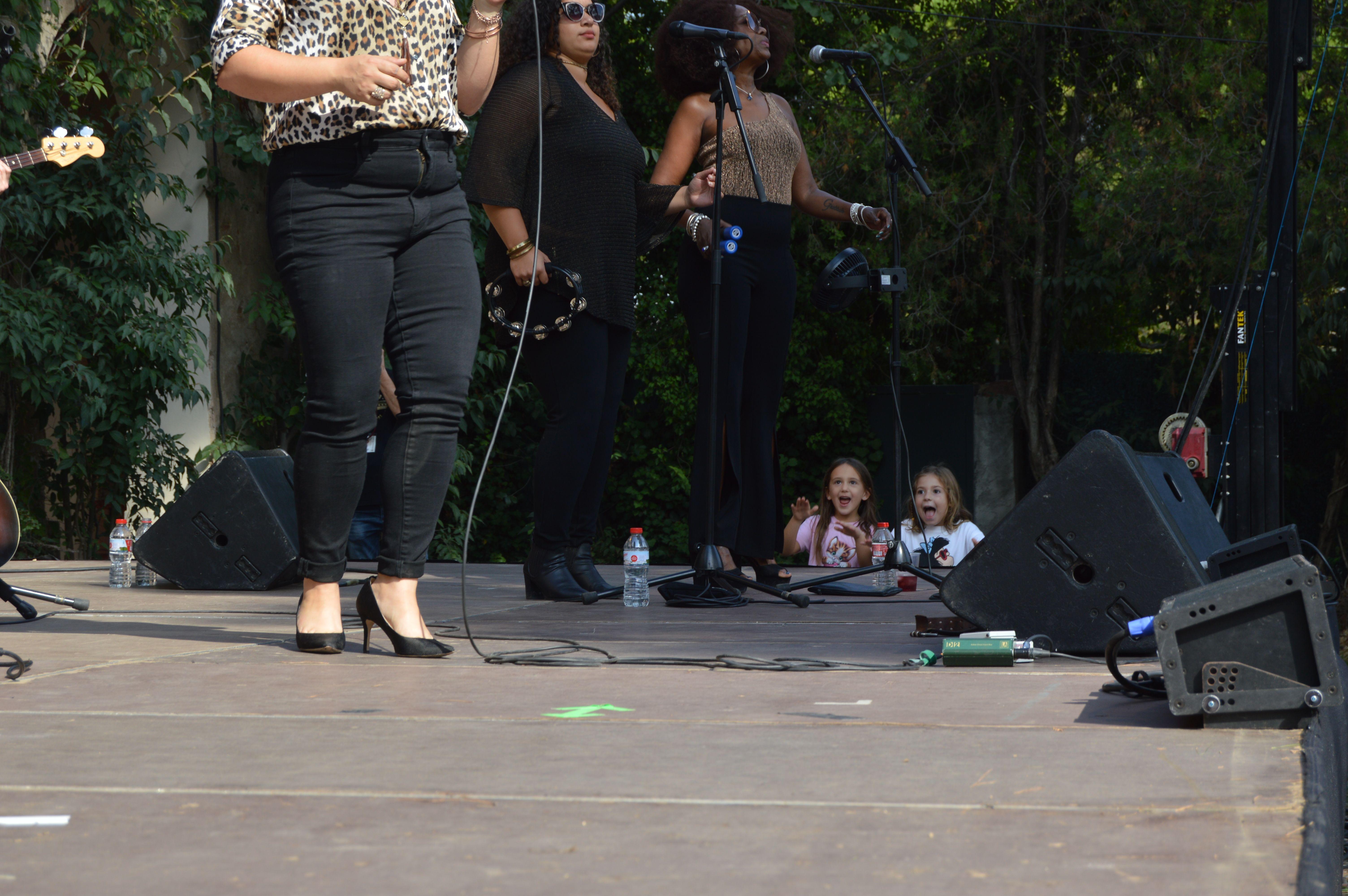 L'emoció de grans i petits es va viure al concert de Samantha Martin & Delta Sugar dissabte a Can Cordelles. FOTO, Nora Muñoz